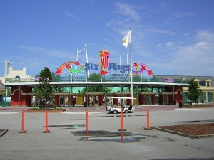 800px-Six_Flags_New_Orleans_2004_-_Main_Gate